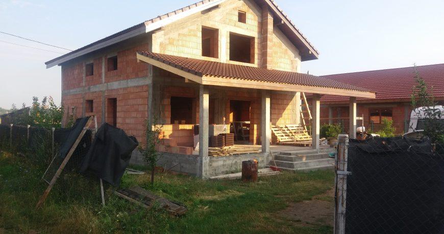 Construim case  la rosu  si case  la  cheie in  Timisoara  si imprejurimi. Lista de preturi constructii case  la rosu  si  la  cheie  poze case  la rosu  finalizate. ... Costul unei case  la rosu  este compus din costul materialelor (aproximativ 70%