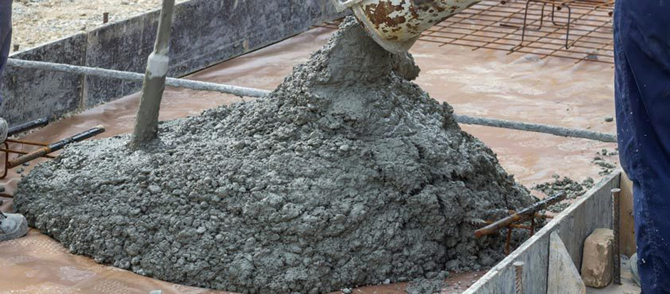 Caracteristici  beton C20/25 . Lucrarile mecanizate de turnare continua sunt de preferat pentru aceasta varianta de  beton C20/25 . Gratie malaxarii continue pe toata durata transportului cu cifa pana in santier  prezenta  reteta beton  C12/15 are o